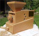 In der Werkstatt bauen wir die WIDU Getreidemühlen