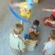 Kinder entwickeln eigene Choreographie