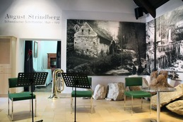 Ein halbes Blatt Papier- August Strindberg. Christina Schauer- Tuba/ Gesang - Manuela Kloibmüller/ Akkordeon - Katharina Hofmann/Rezitation