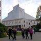 Vor der Jesuitenkirche von Gdynia (Bild: Horst Zeitler)