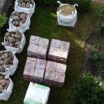 Anlieferung von Baumaterial für die Terrassierung