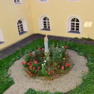 Marienhof im Kloster