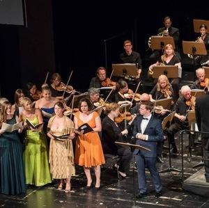 """Galakonzert Hockenheim, """"Singschule"""" aus """"Zar und Zimmermann"""" mit Marcel Brunner als """"Van Bett"""", Schwetzinger Kammerorchester, Dirigent: Rainer Uhland"""
