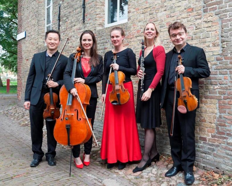 Mozart and Brahms Clarinet Quintets  Mozart Kwintet NNO Hanka Clout clarinet , Sergei Bolotny violin, Yu Li violin, Merel Willers-Hunsveld alt , Noelle Weidman  cello.