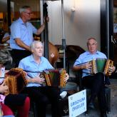 Gastmusikantinnen am Geburtstagsfest im Sportcenter Fünf Dörfer