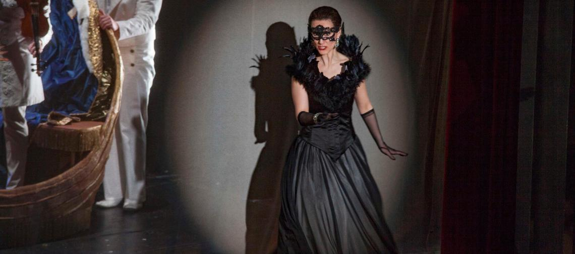 "Katja Bördner als ""Amelia"" in Verdis ""Maskenball"", Regie: Roman Hovenbitzer"