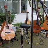 Ottmar Nagel und Peter Supplieth überzeugen durch ihr facettenreiches Spiel auf einer Vielzahl an Saiteninstrumenten
