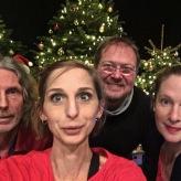Dezember 2019 mit Emscherblut vor dem Weihnachtsbaum in Essen