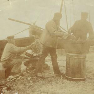 Vor über 100 Jahren auf der Munkmarscher Werft (Foto: Sammlung Wilhelm Borstelmann)