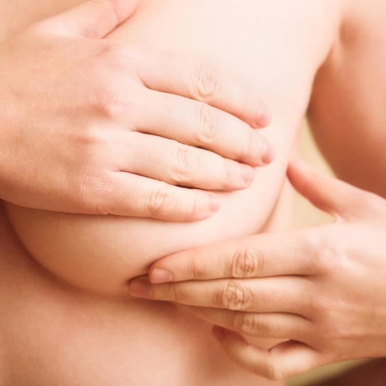 Die Ultraschalluntersuchung der Brust ist neben der Tastuntersuchung und der Mammographie die wichtigste Methode, Brustveränderungen frühzeitig zu erkennen.