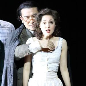 В роли Евы в опере В. Улльманна «Разбитый кувшин» (Лихт - Long Long, Баварская государственная опера, Мюнхен). Фото: W. Hösl.