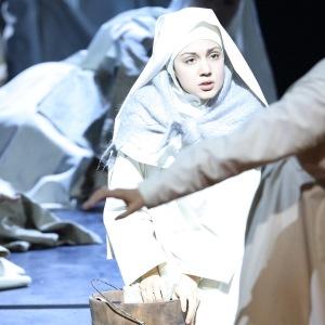"""Als Suor Genovieffa in G. Puccinis """"Suor Angelica"""" (Bayerische Staatsoper, München). Foto von W. Hösl."""