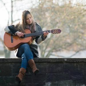 Isabel_Jasse_Portrait3_Gitarre
