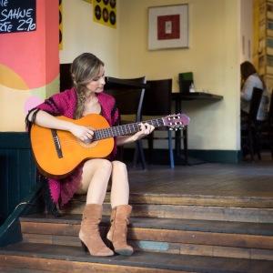 Isabel_Jasse_Portrait9_Gitarre