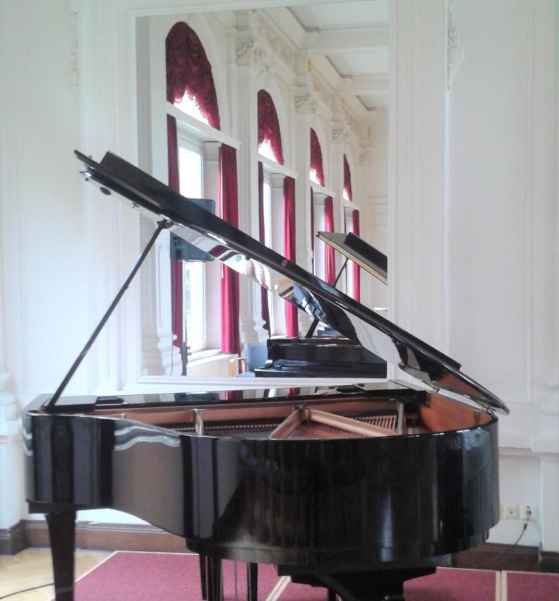 Klavier bzw. Flügel im Spiegelsaal Bad Zwischenahn im Ammerland
