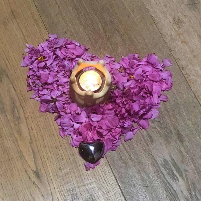 Blütenherz mit Kerzenlicht